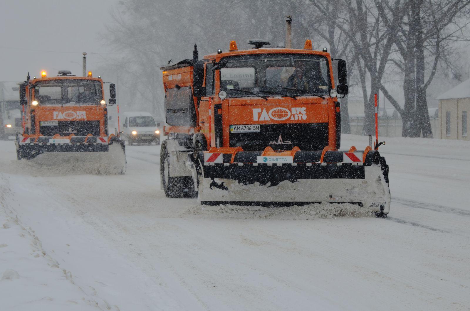 Комунальники Мукачева підготували снігоочисну техніку до прибирання
