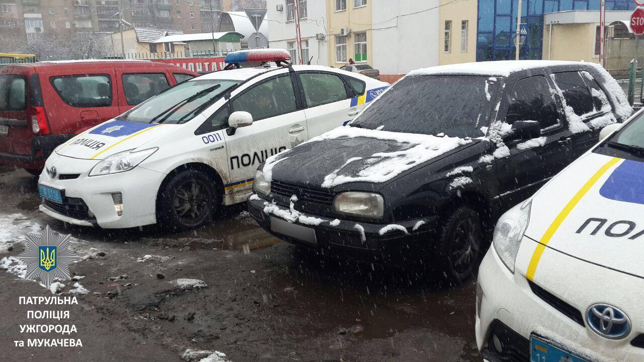 """Патрульні виявили """"Volkswagen"""" з підробленим свідоцтвом про реєстрацію"""