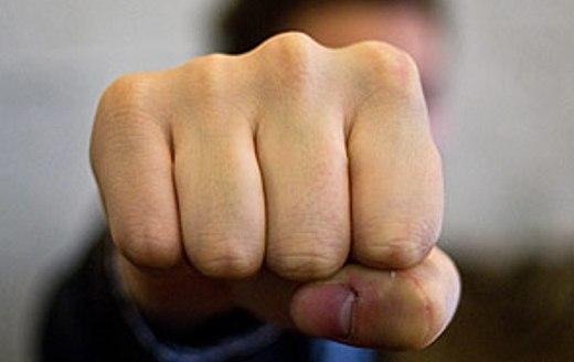 У Мукачеві нетверезі сусіди влаштували бійку