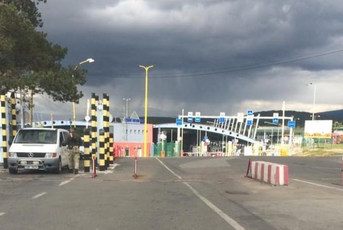 """На КПП """"Ужгород"""", що на україно-словацькому кордоні, перекрито рух транспорту, – ЗМІ"""