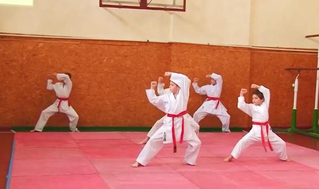 У Мукачівському кооперативному коледжі влаштували спортивно-розважальне шоу
