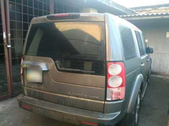 """На кордоні з Угорщиною правоохоронці затримали викрадений в Італії джип """"Land Rover"""""""