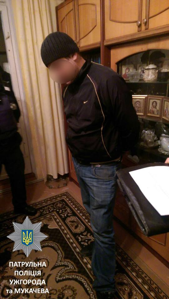 У Мукачеві рідний брат побив сестру: патрульні затримали чоловіка