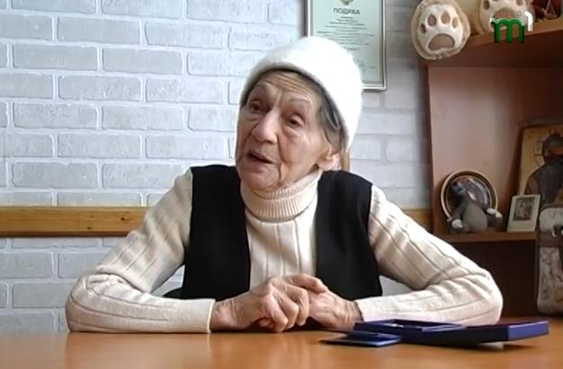 90-річна бабуся із Закарпаття активно допомагає армії та віддає на її потреби значну частину своєї пенсії