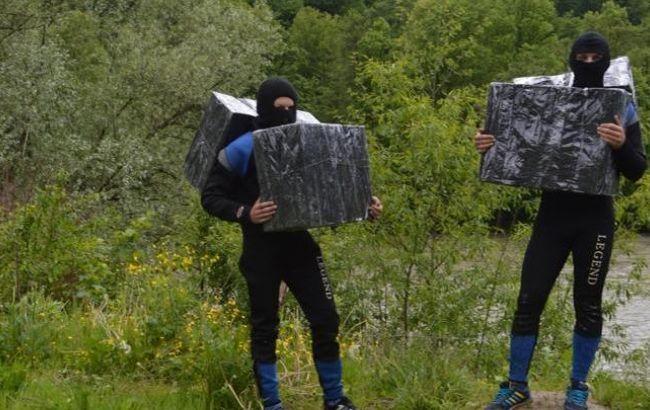 Закарпатські прикордонники затримали контрабандистів у мокрому одязі та гідрокостюмах