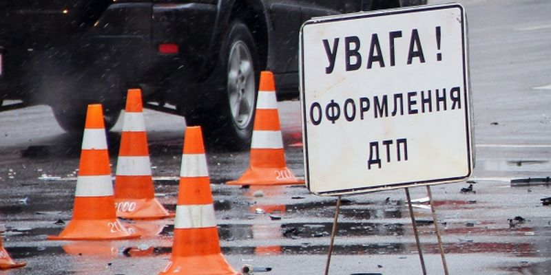 """В Ужгороді зіткнулись вантажівка """"Volvo"""" та легковик """"Honda"""""""