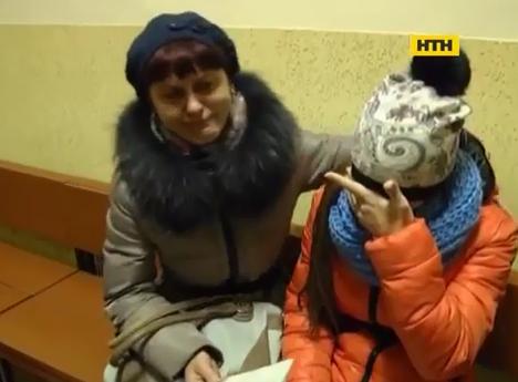 Село Ізки на Закарпатті гуде: вчителя звинуватили у побитті школярки-сироти після непристойного жарту