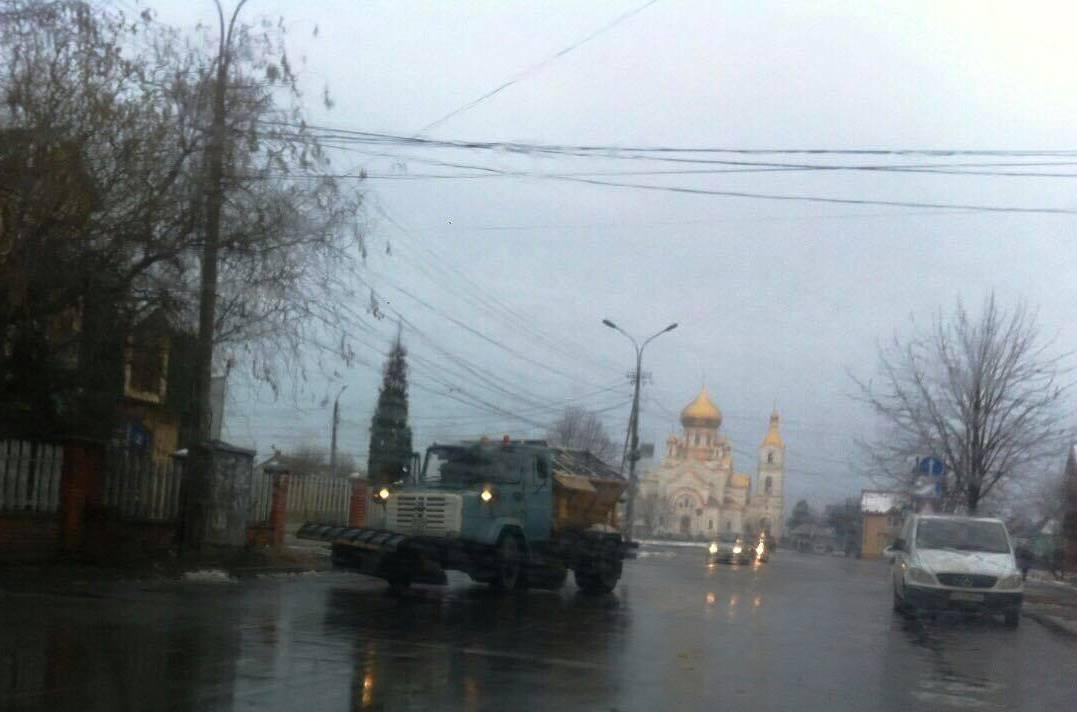 Зранку комунальники Мукачева працюють в посиленому режимі
