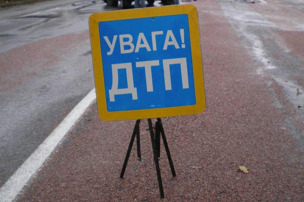 """У Мукачеві сталась ДТП: """"Mercedes"""" втік з місця аварії"""