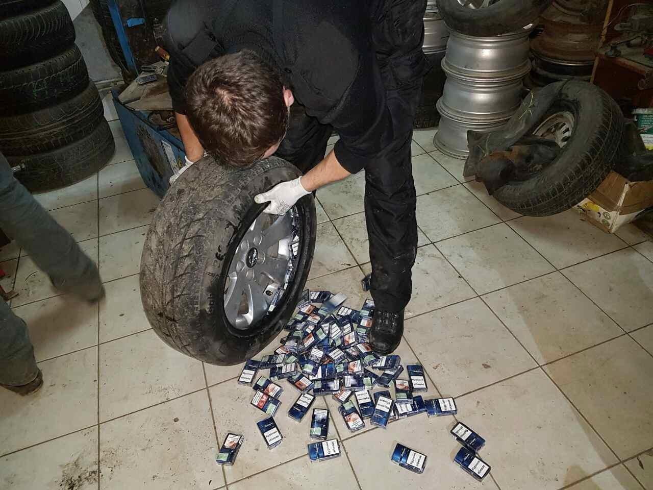 На Закарпатті у контрабандиста-угорця виявили цигарки