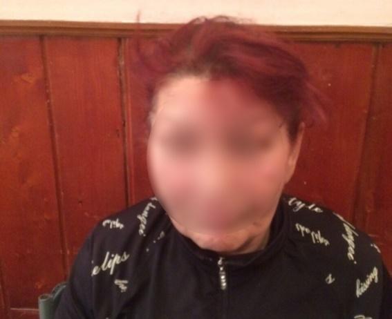Мукачівські правоохоронці піймали на гарячому кишенькову злодійку