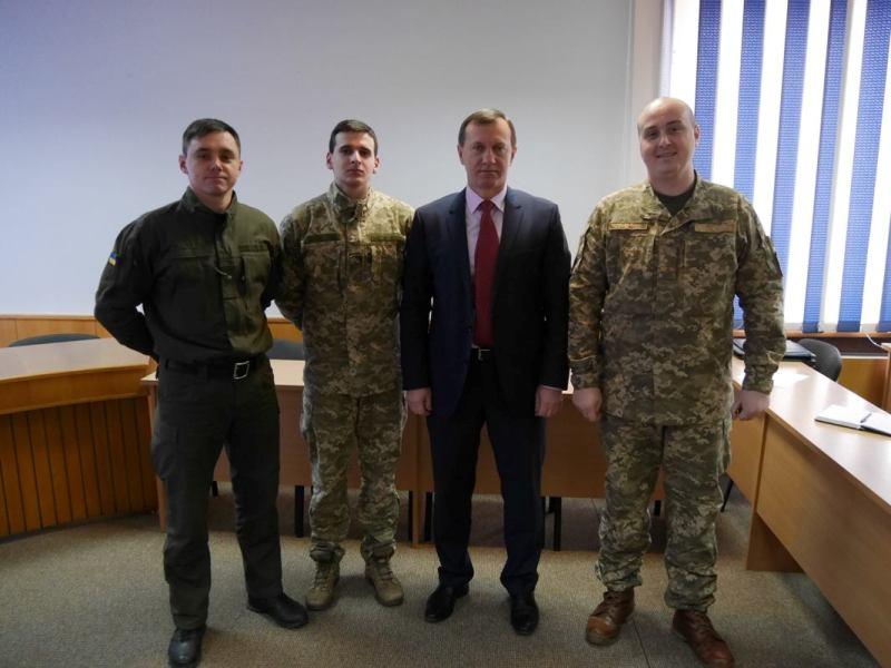 Богдан Андріїв зустрівся з представниками військових формувань, які дислокуються в Ужгороді