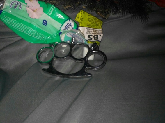 На Тячівщині поліцейські виявили в автомобілі кастет і біту