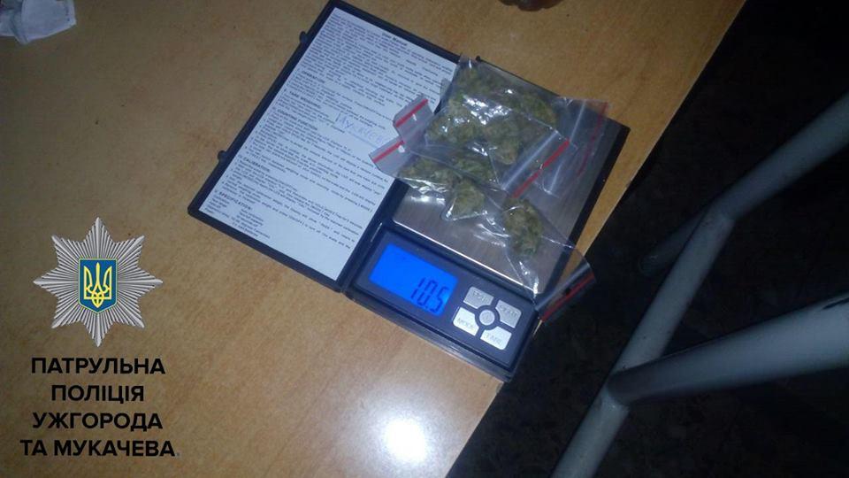 Мукачівські патрульні виявили велику кількість наркотиків