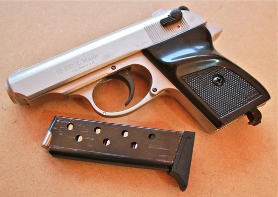 Поліцейські вилучили у жителя Хустщини зброю