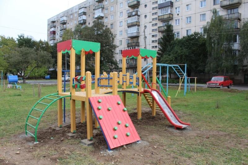 У 2017 році в Мукачеві за більше ніж 5 мільйонів гривень встановлять 27 дитячих майданчиків