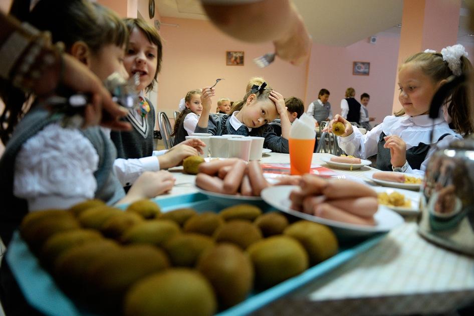 Початківці та пільговики харчуватимуться у школах Мукачева безкоштовно