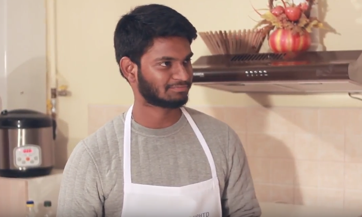 Він ніколи не куштував м'яса, розмовляє вісьма мовами, постійно подорожує: студент став героєм кулінарної програми