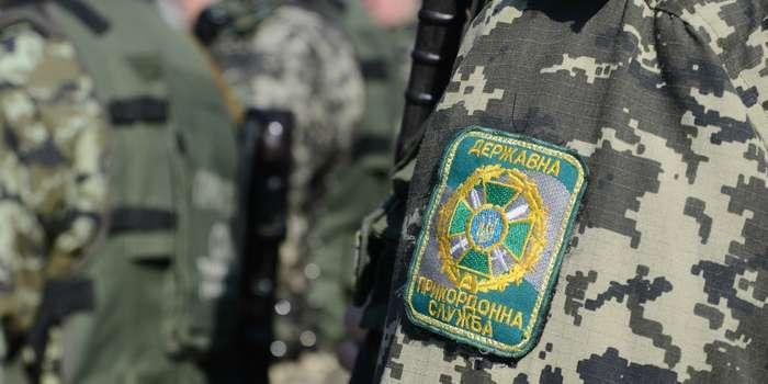 Затримано 21-річного прикордонника Мукачівського загону. Його підозрюють у сприянні контрабанді