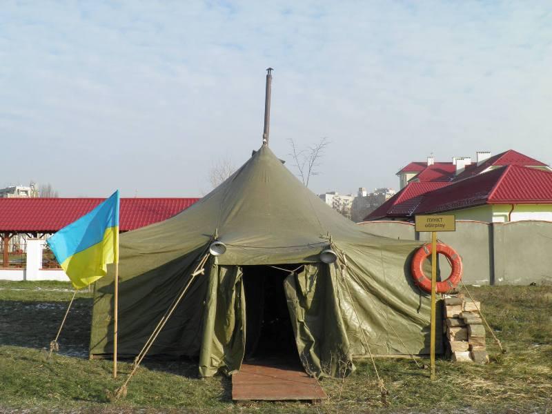 В Ужгороді розгорнули пункт обігріву: всім охочим пропонують гарячий чай та булочки