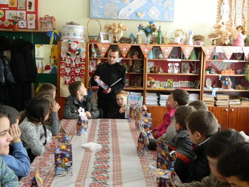 Напередодні новорічних свят іршавські рятувальники провели інформаційно-роз'яснювальну роботу в школі
