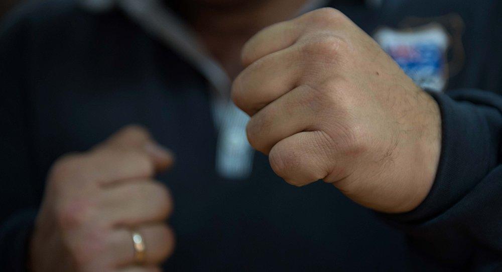 Поліцейські опублікували відео затримання водія, який ударив патрульного у Мукачеві