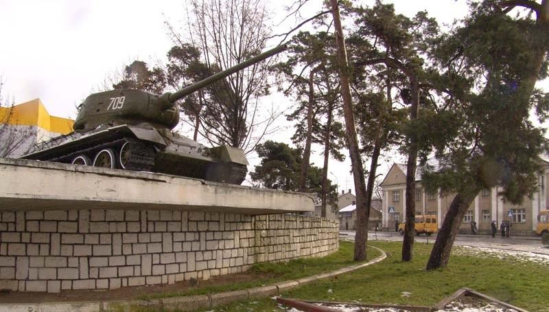 Біля танку у Мукачеві сталась потрійна ДТП