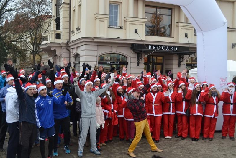 В Ужгороді спортсмени, мер та миколайчики влаштували благодійний забіг