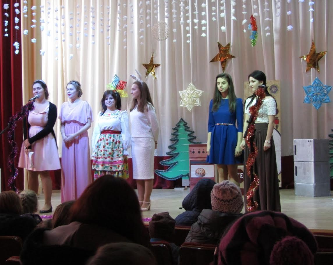 Студенти в честь свята Миколая вручили діткам подарунки