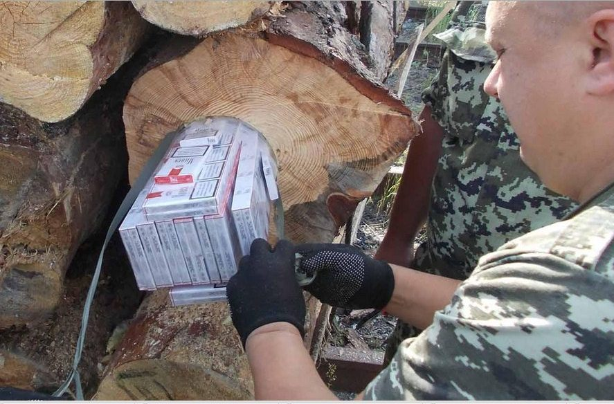 Москаль передав силовикам дані підприємців, які під виглядом експорту деревини займаються контрабандою сигарет