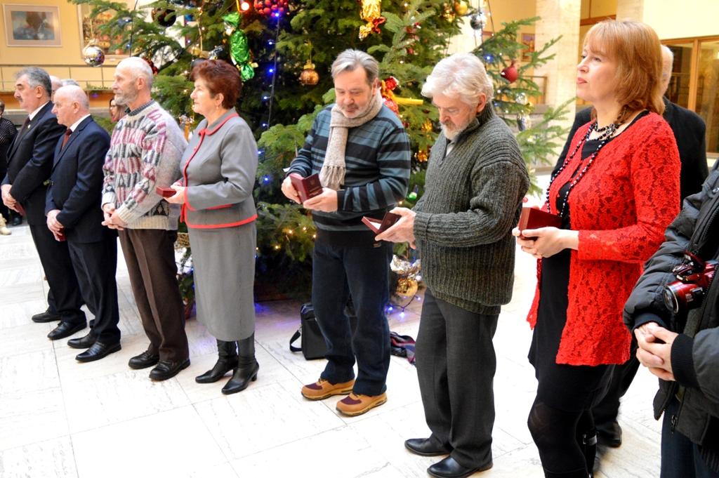 Дванадцятеро закарпатців отримали у день Святого Миколая державні нагороди