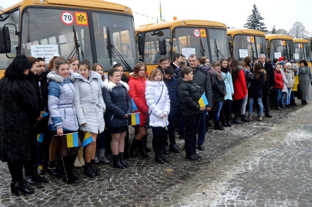 За рахунок економії на тендерах область отримала на три автобуси більше, ніж планувалося