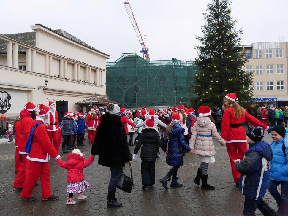 Біля головної ялинки Ужгорода розпочали програму новорічно-різдвяних свят