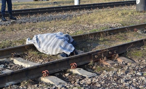 Біля Мукачева на колії виявили труп чоловіка з відрізаною головою