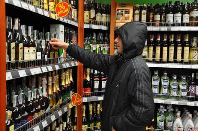 Ужгородець вкрав із гіпермаркету світильники та алкоголь
