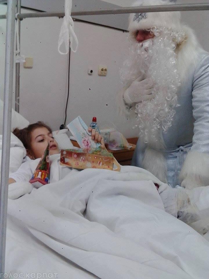 Дівчинку з Ужгорода, яку скалічило дерево, перевели до обласної дитячої лікарні у Мукачеві