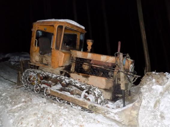 Моторошна загибель тракториста на Свалявщині: чоловік потрапив під гусениці багатотонної машини