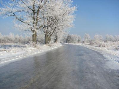 Закарпатські рятувальники попереджають водіїв про туман та ожеледицю на дорогах