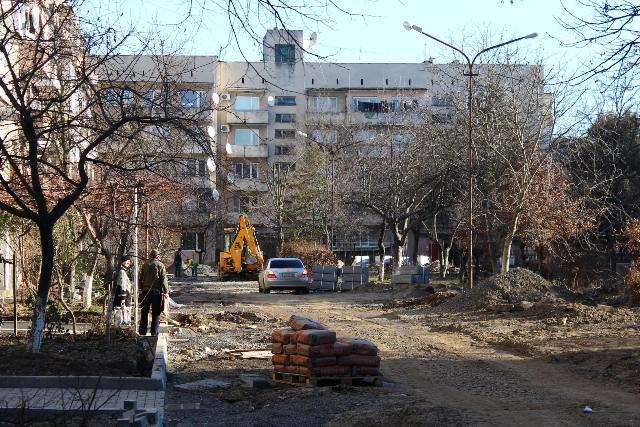 У Мукачеві триває масштабна реконструкція проїздів на вулиці Верді