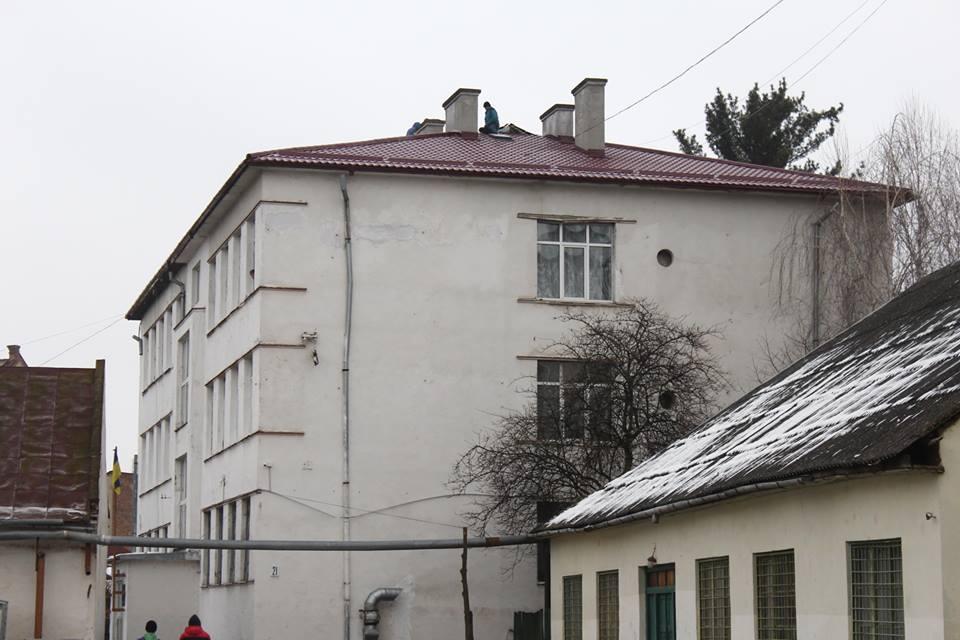 У Мукачівському ліцеї відремонтували дах