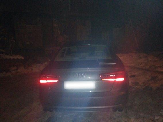 """Нові деталі кримінальних розбірок на Рахівщині: у палія, який намагався підпалити автомобіль """"Audi"""", тричі стріляли"""