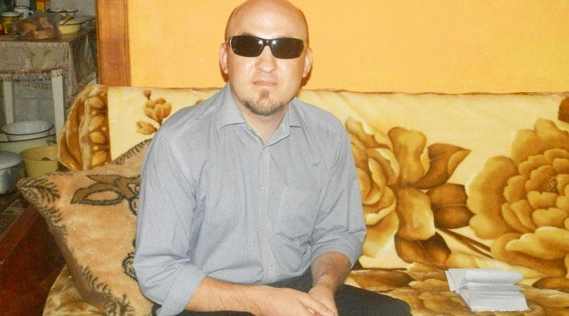 Закарпатець, попри те, що втратив зір, здобув вищу освіту і захищає знедолених