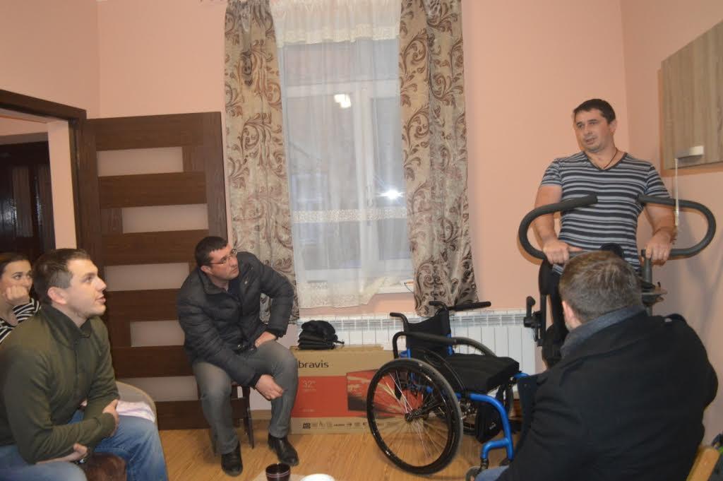 Важкопораненому під Волновахою прикордоннику допомогли облаштувати на Закарпатті помешкання
