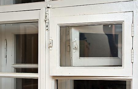 У Новому Давидкові на Мукачівщині двоє чоловіків вкрали 72 віконні рами та вхідні двері