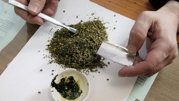Мукачівські патрульні знайшли у водія іномарки марихуану