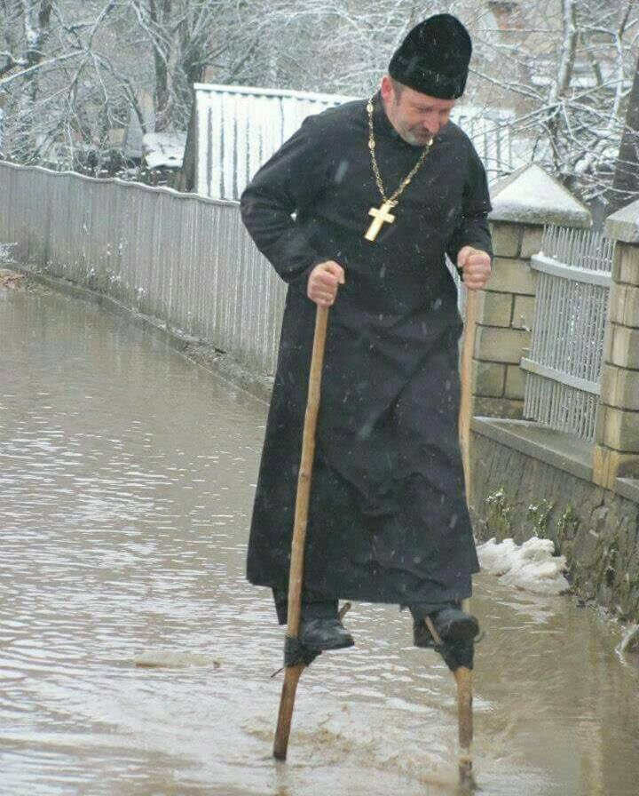 """У Міжгір'ї знайшли священика, який """"ходить по воді"""""""