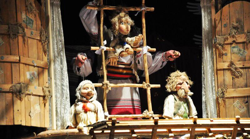 Лялькарі Закарпаття підготували для малечі святкові інтерактивні постановки