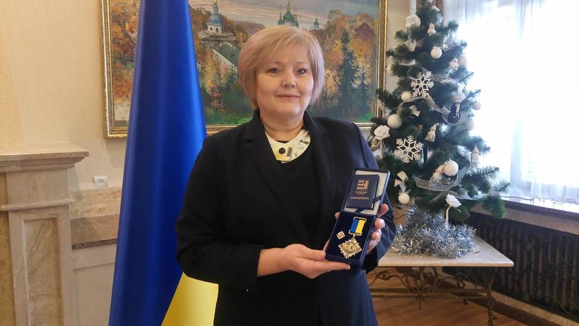 """""""Я дуже рада, що мала можливість працювати на Закарпатті"""", – Янка Буріанова під час вручення їй почесної відзнаки"""