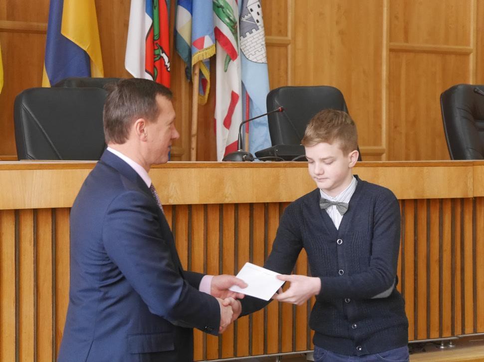 Мер Ужгорода нагородив юних спортсменів