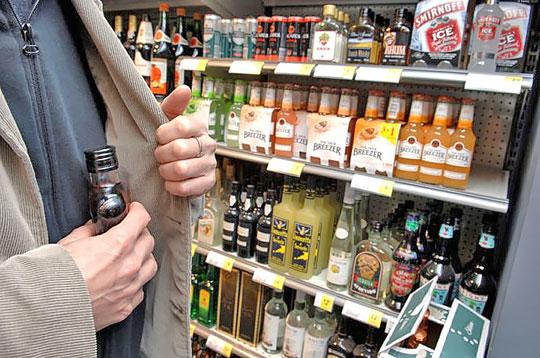 В Ужгороді чоловік вкрав з магазину алкоголь на майже 1800 гривень
